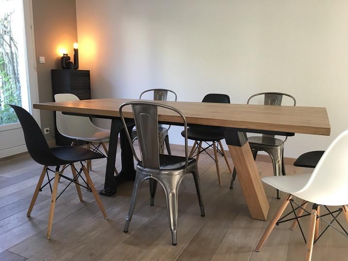 Table industrielle, plateau chêne et pied fonte.