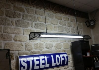 Suspension industrielle grillage création Steel Loft Paris